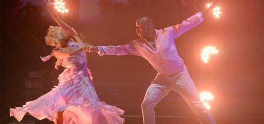Vernon Davis and partner dancing on DWTS season 29