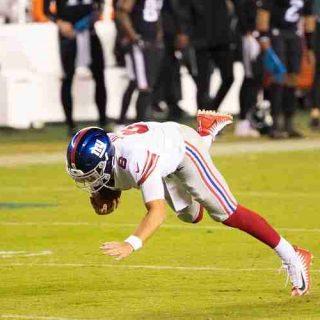 Daniel Jones of the Giants falling down unassisted