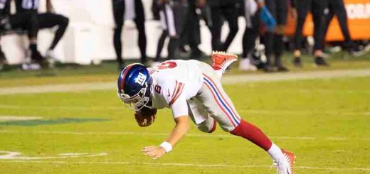 Daniel Jones of the Giants falling down unassisted